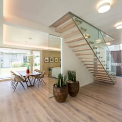 Musterhaus Bad Vilbel:  Flur & Diele von ARKITURA GmbH,Modern