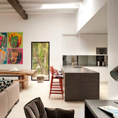 Kitchen:  Kitchen by TG Studio