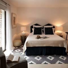 Bedroom:  Bedroom by TG Studio