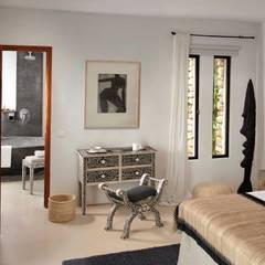 Bedroom :  Bedroom by TG Studio