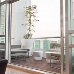 Terrace by STUDIO ALMEIDA DESIGN, Modern