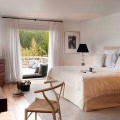 Ibiza House :  Bedroom by TG Studio