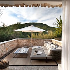 Patios by TG Studio, Mediterranean