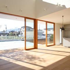くるりのある家: 設計事務所アーキプレイスが手掛けた窓です。