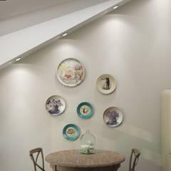 Винтаж на мансардном этаже: Столовые комнаты в . Автор – Студия дизайна и декора Светланы Фрунзе,