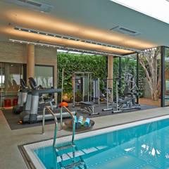 Salle de sport moderne par Beth Nejm Moderne