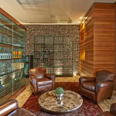 Cave à vin moderne par Beth Nejm Moderne