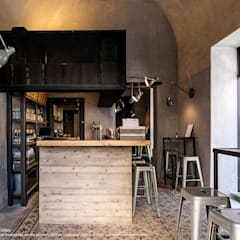 Bar & Klub  by Studio DiDeA architetti associati