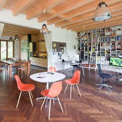 Atelierhaus in Königswusterhausesn: industriale Arbeitszimmer von Müllers Büro