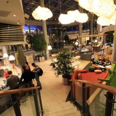 FORUM FOODCOURT: styl , w kategorii Centra handlowe zaprojektowany przez Zalewski Architecture Group
