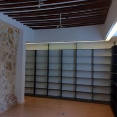 BIBLIOTECA-MEDIATECA. PALACIO ABRANTES. MADRID. 2009: Escuelas de estilo  de Bescos-Nicoletti Arquitectos
