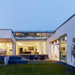 Atriumhaus im Grünen:  Häuser von Gritzmann Architekten