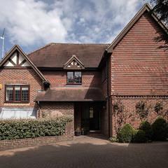 Essex Glamour:  Houses by Nic  Antony Architects Ltd,