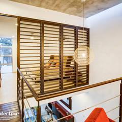 Planta Alta: Pasillos y recibidores de estilo  por Grupo Arquidecture