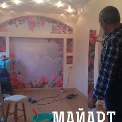 Процесс наклеивания фрески от МайАрт: ремонт и дизайн помещений Классический