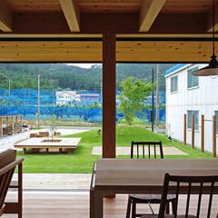 Salas / recibidores de estilo  por 株式会社 空間建築-傳,