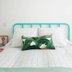 APARTAMENTO EN MADRID: Dormitorios de estilo  de www.rocio-olmo.com