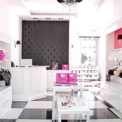 Brafit Studio: styl , w kategorii Powierzchnie handlowe zaprojektowany przez ARTEFEKT