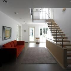 Landhaus mit Nebengebäude:  Flur & Diele von Planungsbüro für Hochbau und Innenarchitektur
