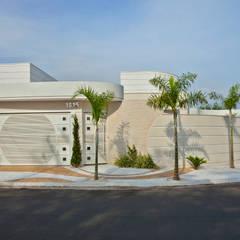 Reforma Casa Ipiranga: Casas  por Designer de Interiores e Paisagista Iara Kílaris