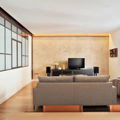 Paredes y suelos de estilo  por CM4 Arquitectos