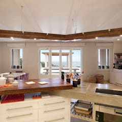 Kaplanis :  Kitchen by Johnny Grey