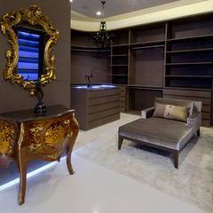 A31 Residência: Closets ecléticos por Canisio Beeck Arquiteto