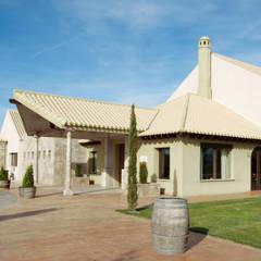 Centro para eventos Soto de la Reina: Salones de eventos de estilo  de Estudio de arquitectura Jesús del Valle