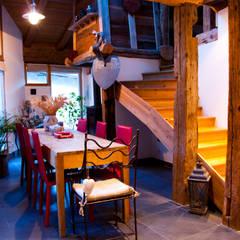 un appartement dans une grange sur trois niveaux, en Savoie: Salle à manger de style de stile Rural par atelier choron pellicier