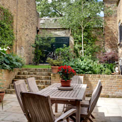 Barnsbury Park:  Terrace by ReDesign London Ltd