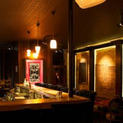 Ecce Gusto design bar: Bars & clubs de style  par Ecce Gusto