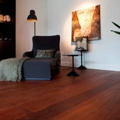 Bijzondere zwarte kabbes vloer (of sucupira) :  Muren door BVO Vloeren, Modern
