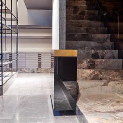 محلات تجارية تنفيذ Glenn Sestig Architects, تبسيطي