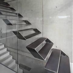 Einfamilienhaus im Filstal:  Flur & Diele von Schiller Architektur BDA