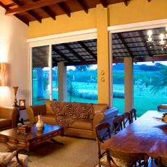 غرفة المعيشة تنفيذ DUPLA ARQUITETURA ESTRATÉGICA