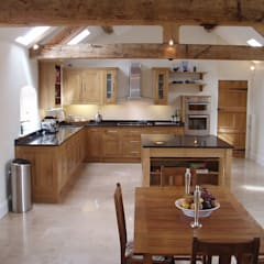 Oak kitchen:  Kitchen by Churchwood Design