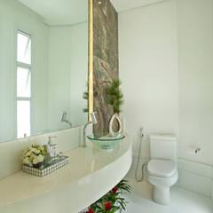 Baños de estilo  por Designer de Interiores e Paisagista Iara Kílaris, Moderno