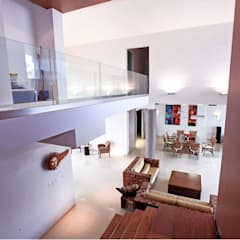puente flotante: Pasillos y recibidores de estilo  por AMEC ARQUITECTURA
