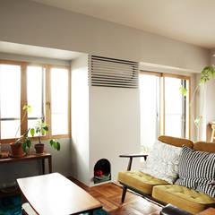 Living room by 稲山貴則 建築設計事務所