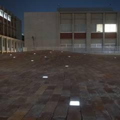 大学キャンパス内広場を演出するソーラーブリック: TIME&GARDEN Co., LTD.が手掛けた学校です。