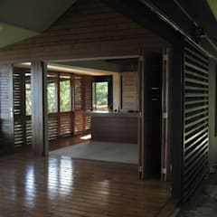 GANNE house - living room/kitchen: Salon de style de style Tropical par STUDY CASE sas d'Architecture
