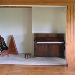 GANNE house - audio lounge 3: Salon de style de style Tropical par STUDY CASE sas d'Architecture