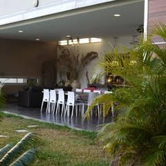 CLEMENTINE house - living room - outside view: Salon de style de style Tropical par STUDY CASE sas d'Architecture