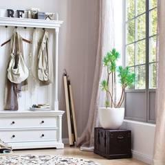 Moda na białe meble: styl , w kategorii Garderoba zaprojektowany przez Seart