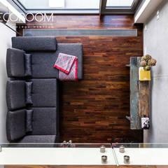 Loft z intensywną czerwienią Pracownia Architektury Wnętrz Decoroom Industrialny salon