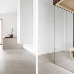 Haus SHL:  Badezimmer von Förstl Naturstein