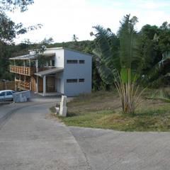 LAUTE house - southern façade: Maisons de style  par STUDY CASE sas d'Architecture