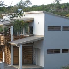 LAUTE house - outside view: Maisons de style  par STUDY CASE sas d'Architecture