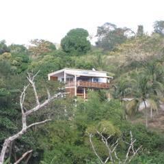 LAUTE house - from the lagoon: Maisons de style  par STUDY CASE sas d'Architecture