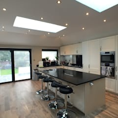 6 m rear extension design and build :  Kitchen by Progressive Design London